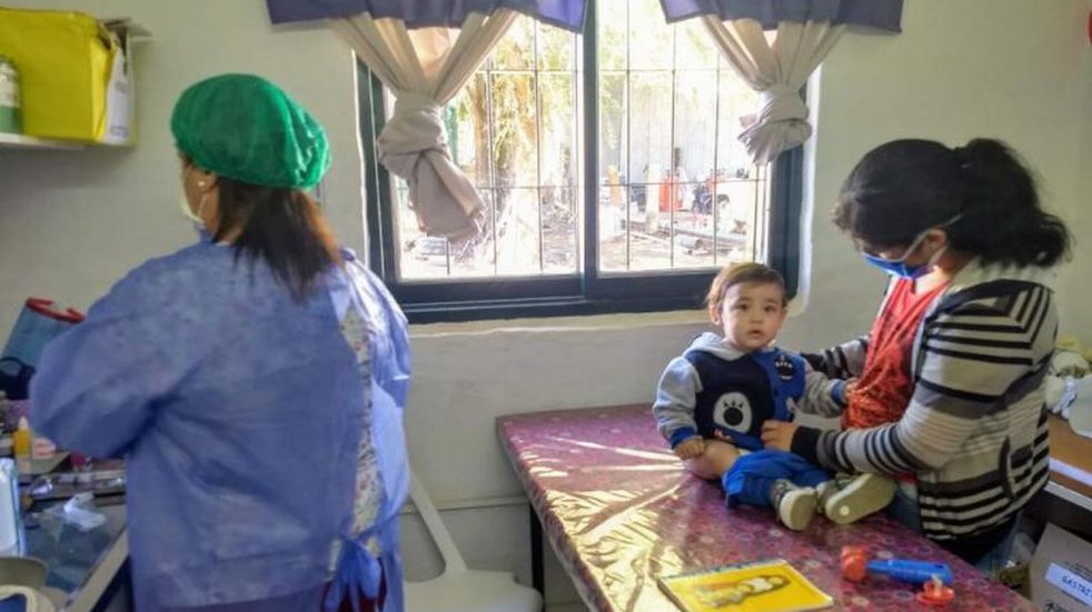 Se aplican vacunas a niños de entre 6 meses a dos años en Santa Rosa de Calamuchita