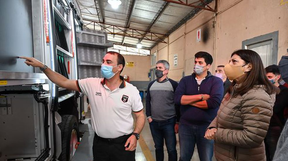 Clara García visitó el Cuartel de Bomberos Voluntarios de Pérez