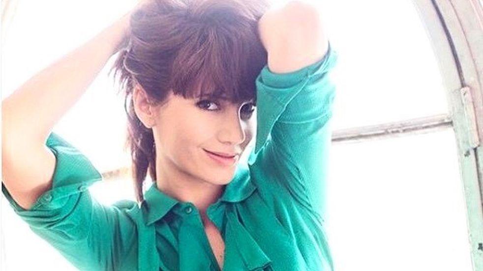 """Griselda Siciliani mostró su look de """"entrecasa"""" con un top corto y la llenaron de elogios"""
