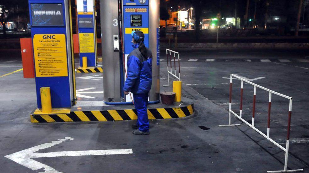 Por la ola de frío volvieron a restringir la venta de  GNC y gas al sector industrial