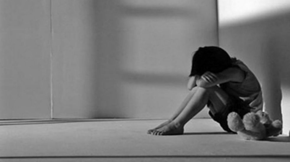 Condenan a un hombre por abusar de sus hijastros de 2 y 4 años