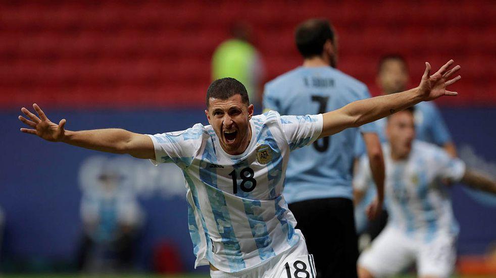 Guido Rodríguez se ganó un lugar en la Selección Argentina y está en la mira de un grande de la Premier League