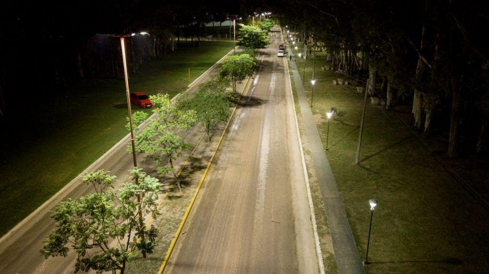 Cespal y Municipio iluminaron el Bv. Juan Perón en la Costanera de Arroyito