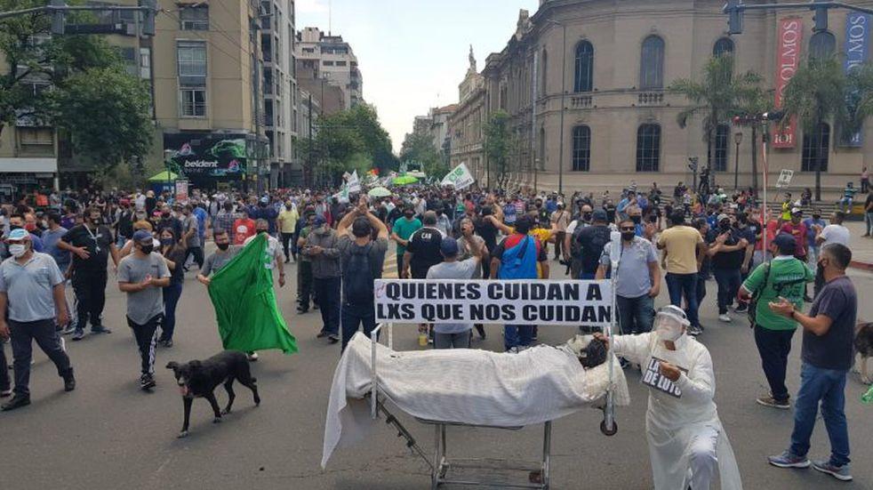 """El Suoem volvió a marchar en Córdoba: """"dignidad, salario y trabajo"""""""