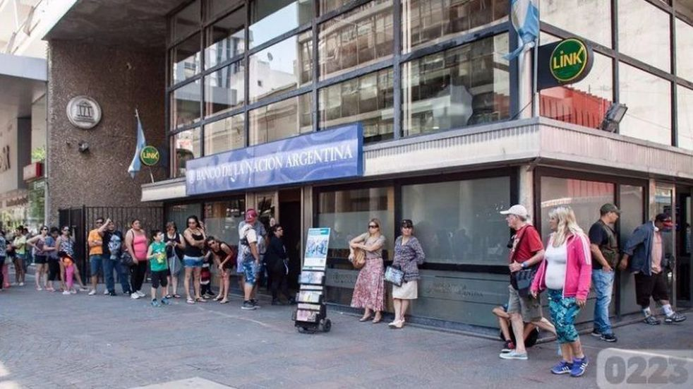 Cerraron un concurrido banco de Mar del Plata por un caso sospechoso de Covid-19