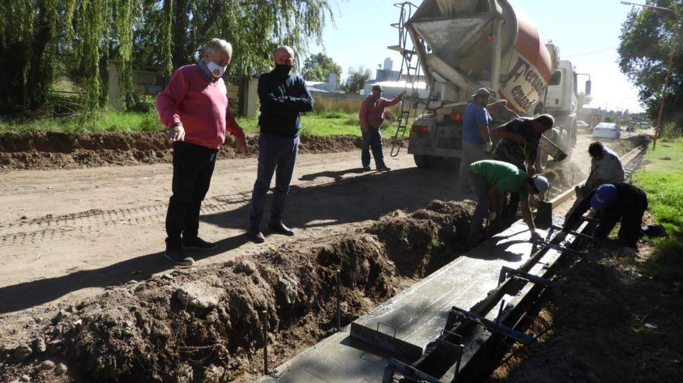 Reparación y construcción de cordón cuneta en Villa Maio