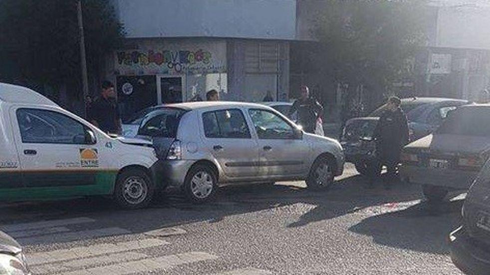 Choque en cadena involucró al menos a tres vehículos por avenida Savio