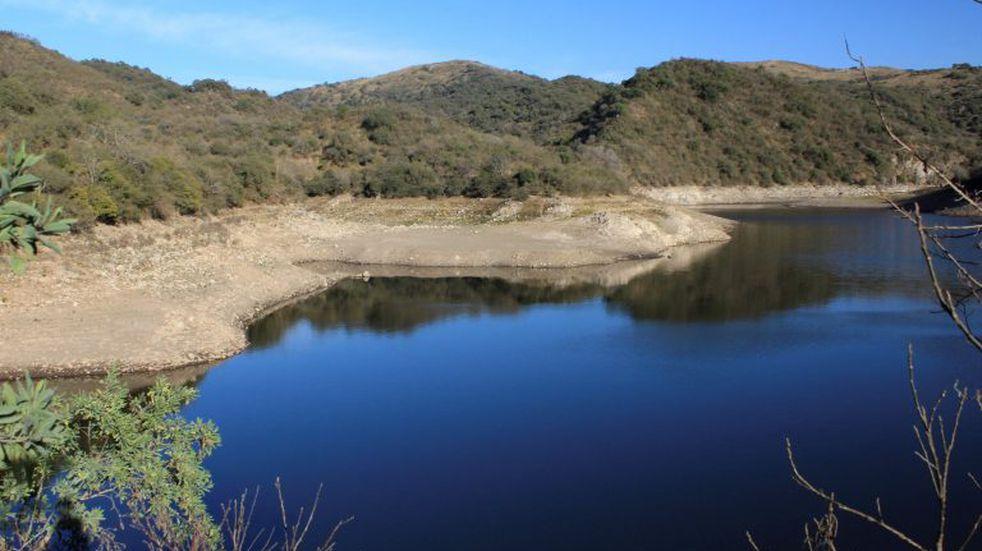 El dique La Quebrada recupera de a poco su caudal de agua