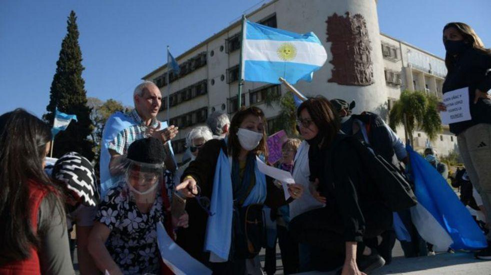 En San Juan una caravana se sumó a las protestas contra el Gobierno