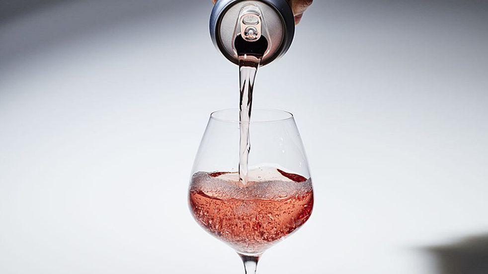 La industria del vino gana cada vez más adeptos con la lata y el bag in box
