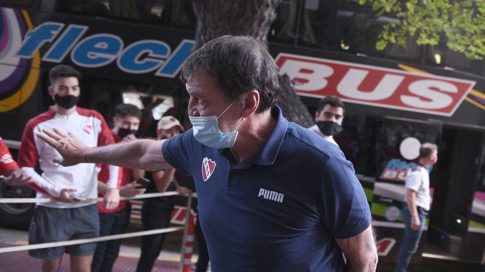 Julio César Falcioni superó el coronavirus y se sumó a los entrenamientos en Independiente