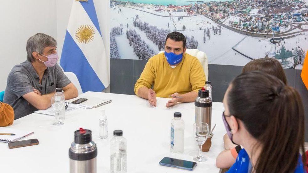 El intendente de Ushuaia, Walter Vuoto, mantuvo una reunión de trabajo con la concejala Laura Avila y representantes de los organismos nacionales.