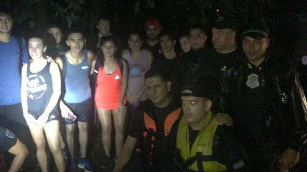 Tras estar tres horas varados en el funicular del cerro San Javier, 13 jóvenes fueron rescatados