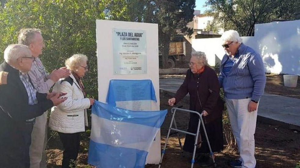 En el Día Nacional del Trabajador Sanitarista, inauguraron la Plaza del Agua