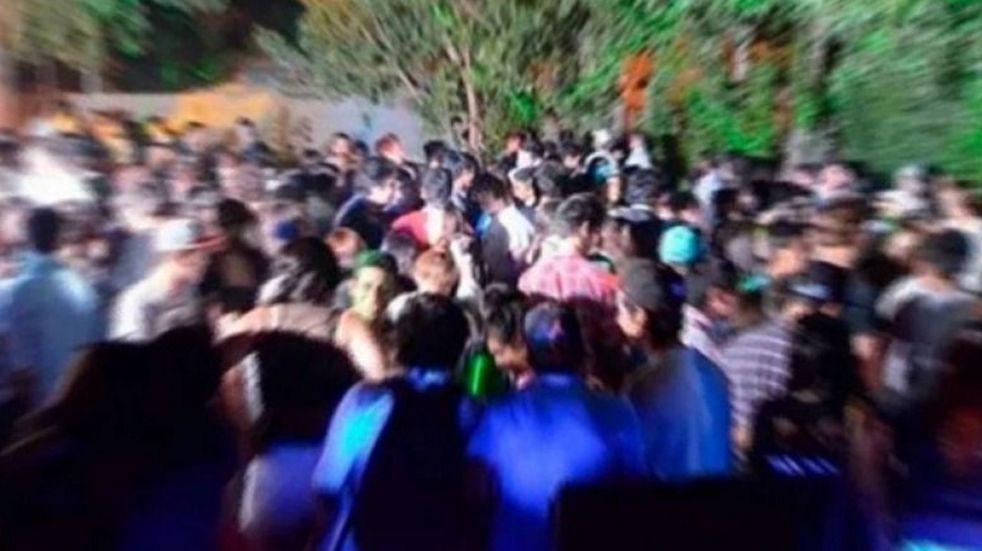 """""""¿Por qué no se va a dormir si ya bajaron la música?"""", le dijo la Policía a una vecina que denunció una fiesta clandestina"""