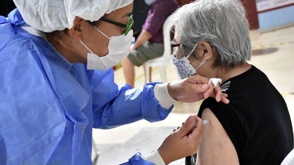 En San Juan comenzaron a vacunar contra el coronavirus a los mayores de 60 años