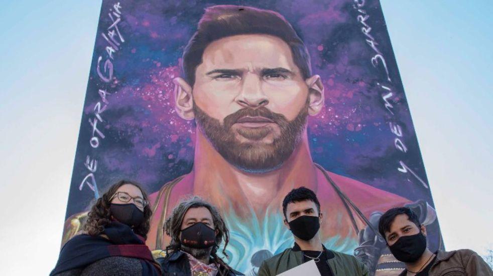 """""""Messirve para la selfie"""": la convocatoria para sacarse fotos con el mural de la Pulga"""