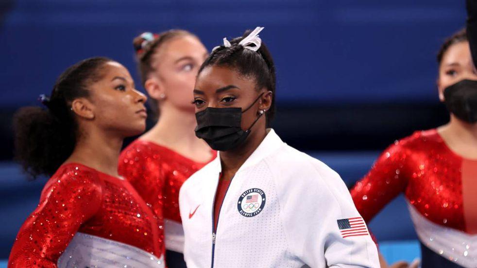 """La gimnasta estadounidense Simone Biles se retiró de la final de los JJ.OO: """"Debo concentrarme en mi salud mental"""""""