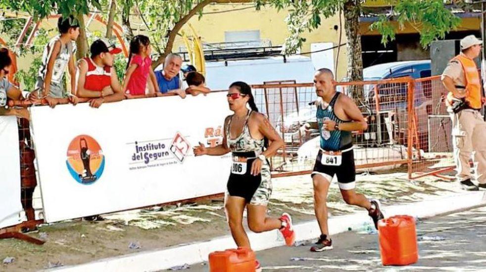 Belén Llera Sosa logró el podio en el triatlón de La Paz
