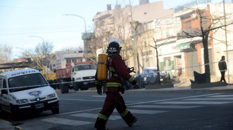 Incendio en un depósito en Barracas: el foco de fuego se veía desde varios puntos de la Ciudad