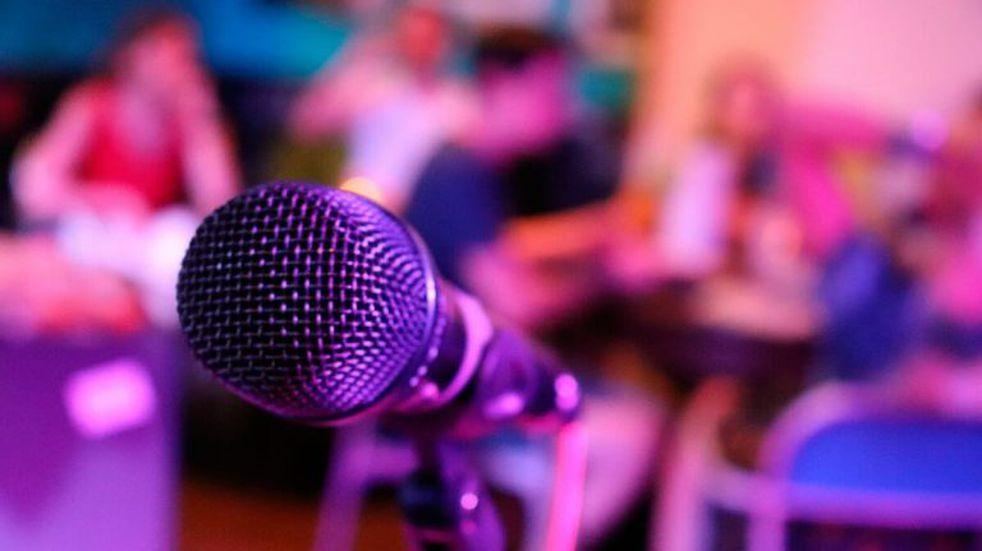 A pesar del aumento de contagios, en Viedma se organizan reuniones con karaoke