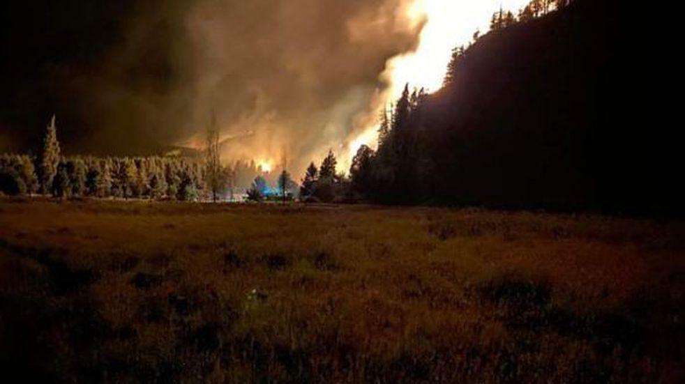 """""""No se puede respirar"""", el duro relato de una vecina que sufre los incendios en Río Negro"""