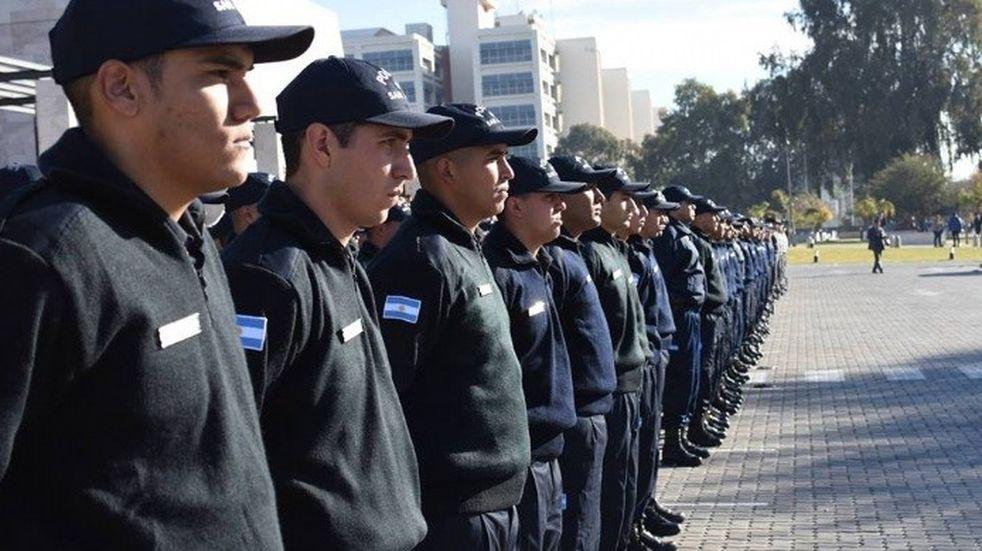 """La Policía quiere aspirantes """"más maduros"""" y subirá la edad de ingreso"""