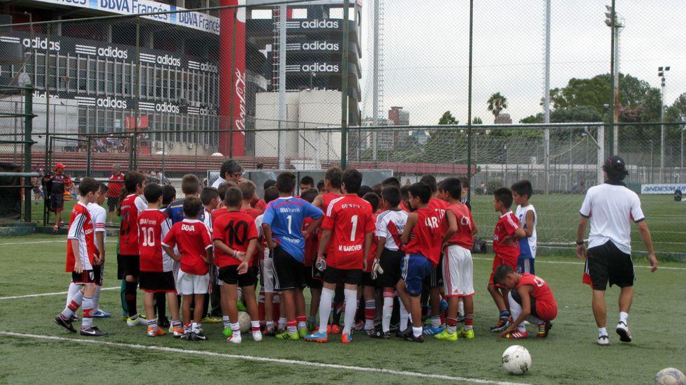Jóvenes futbolistas de Arroyito y Las Varillas son seguidos por River Plate