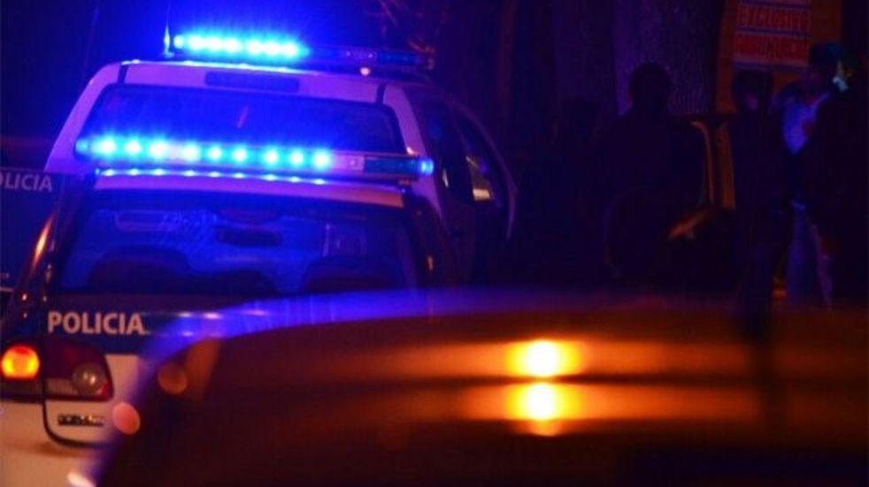 Buscan saber cómo murió una mujer que fue encontrada en una esquina del norte de Santa Fe