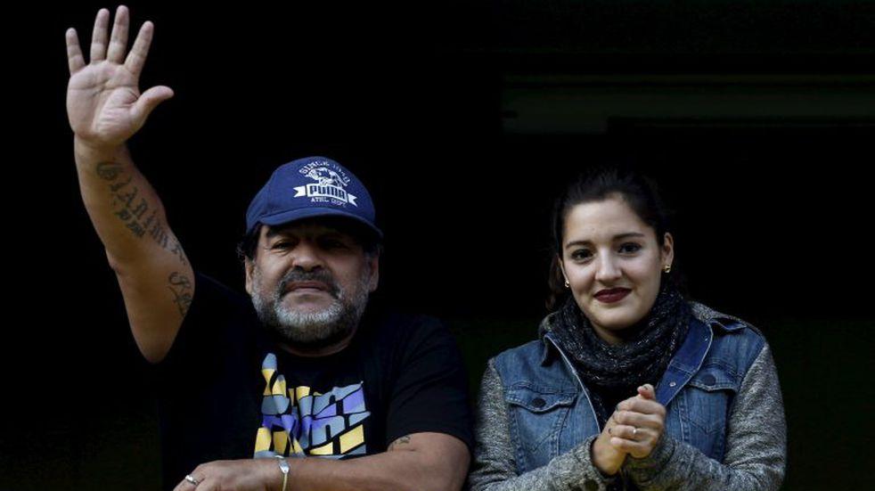 """Diego Maradona recibió la visita de su hija Jana en la clínica: """"Cuidando a papi"""""""