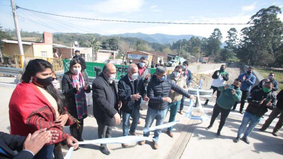 Manzur, recorrió en Tafí Viejo un nuevo puente vial a la altura del Camino del Perú y Nueva Esperanza y los trabajos hídricos