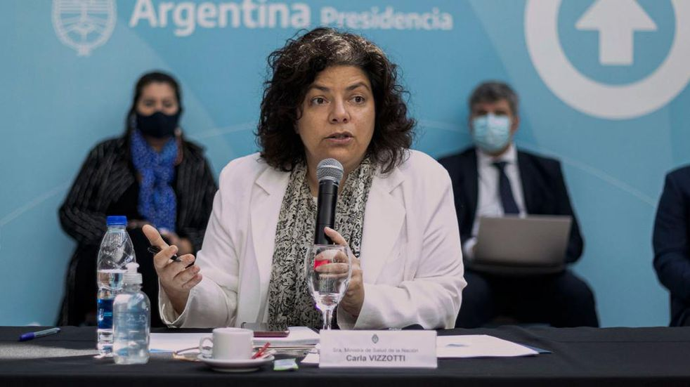 """Carla Vizzotti: """"No es en fábricas ni aulas donde se dan los contagios sino en las reuniones sociales"""""""
