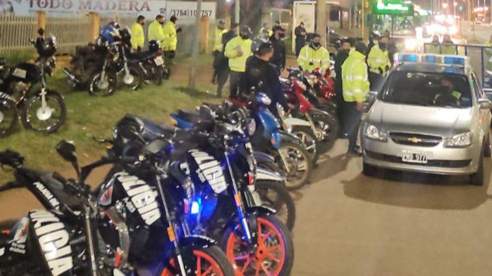 Dos hombres fueron detenidos tras atacar a efectivos policiales en un retén