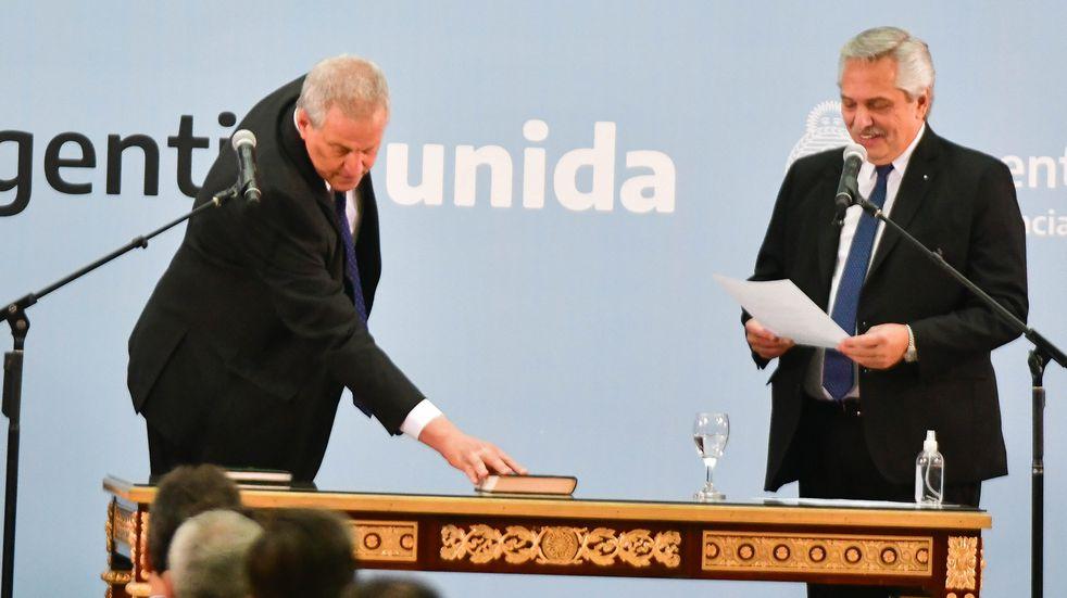 Alberto Fernández  y Jaime Perzcyk, el nuevo ministro de Educación, en Casa Rosada. (Foto: Federico López Claro)