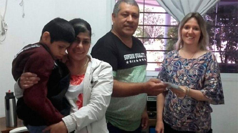 Juntaron plata para el tratamiento de su hijo y lo donaron