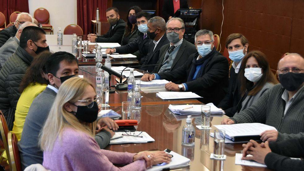 Los ministros Stanic y Lello Ivacevich, en reunión de las Comisiones de Obras Públicas y Legislación General, de la Cámara de Diputados de Jujuy.