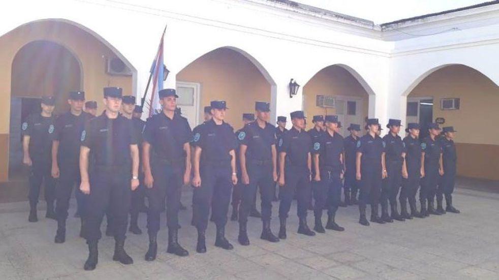 Refuerzan la seguridad de verano con 28 egresados policiales
