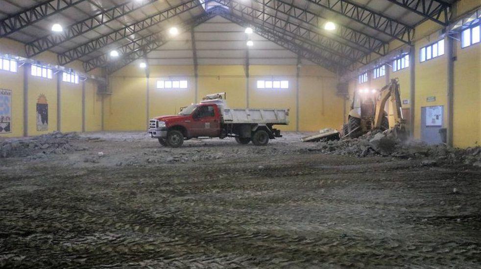 Municipio pone en valor el gimnasio Pincha Ratas con remoción del antiguo piso
