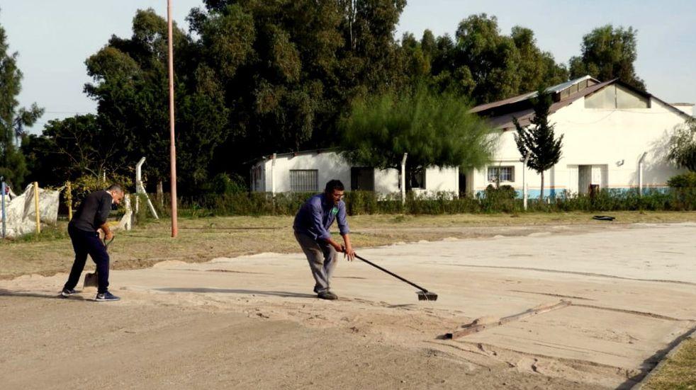 Mejoras en la pista e instalaciones del Polideportivo Municipal