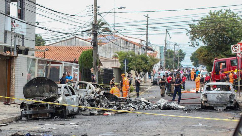 Brasil: una avioneta cayó en una calle de Belo Horizonte y hay tres muertos