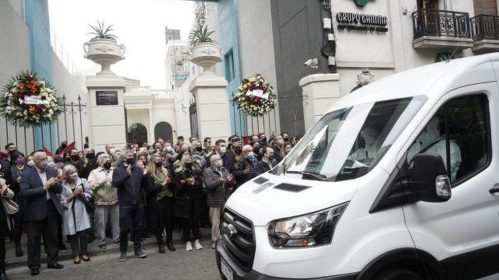 Aplausos y dolor en la despedida del cortejo fúnebre de Miguel Lifschitz