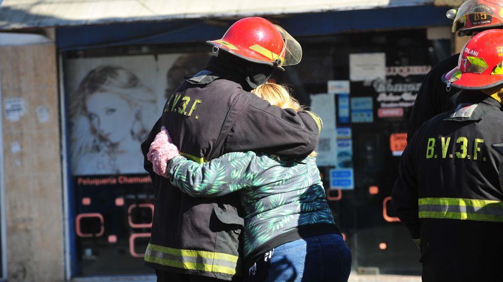 Incendio en un edificio de Caseros: tres bomberos fallecieron al combatirlo