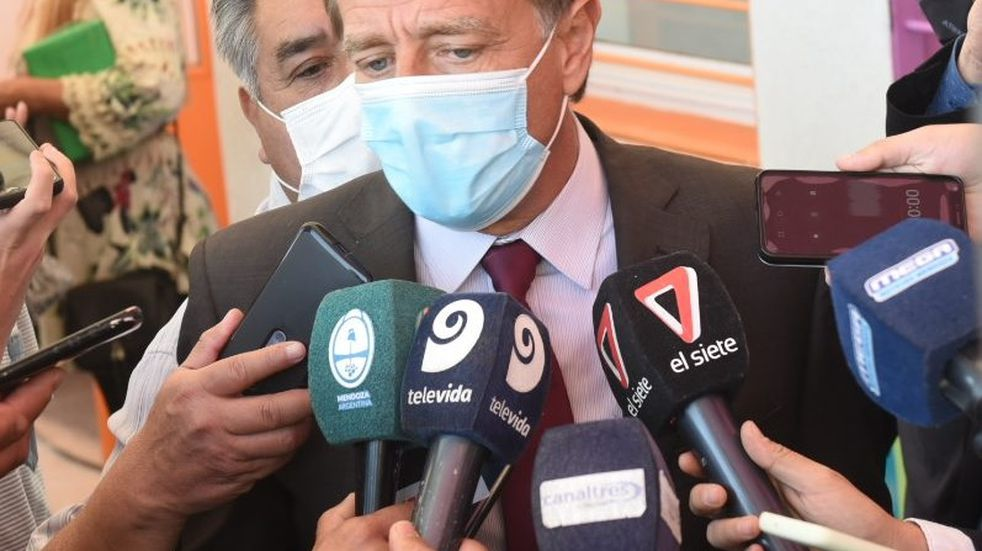 El gobernador Rodolfo Suarez explicó ante la prensa los alcances que tendrá el DNU Nacional en la provincia de Mendoza. Gobieerno de Mendoza