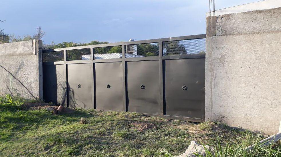 Increíble pero real: en Alta Gracia robaron un portón ¡de seis metros!