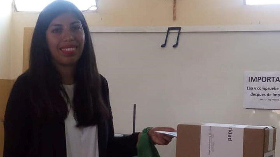 Una precandidata tuvo problemas para votar por usar el pañuelo verde
