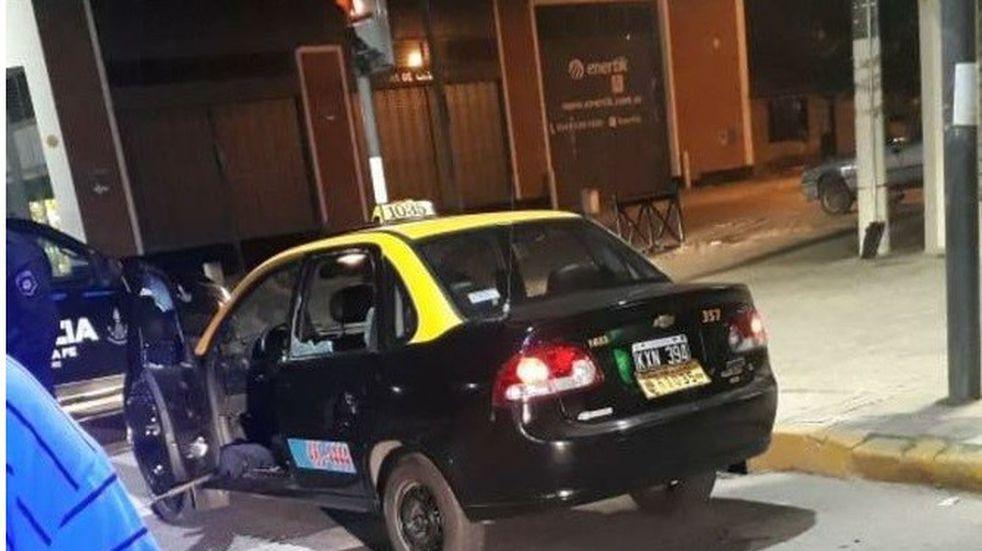 Un taxista resultó herido tras una emboscada cerca de Las Delicias