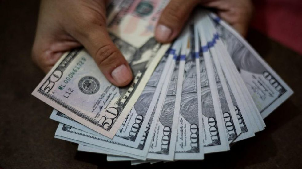 El dólar terminó la semana casi sin cambios y cerró a 57,31 pesos