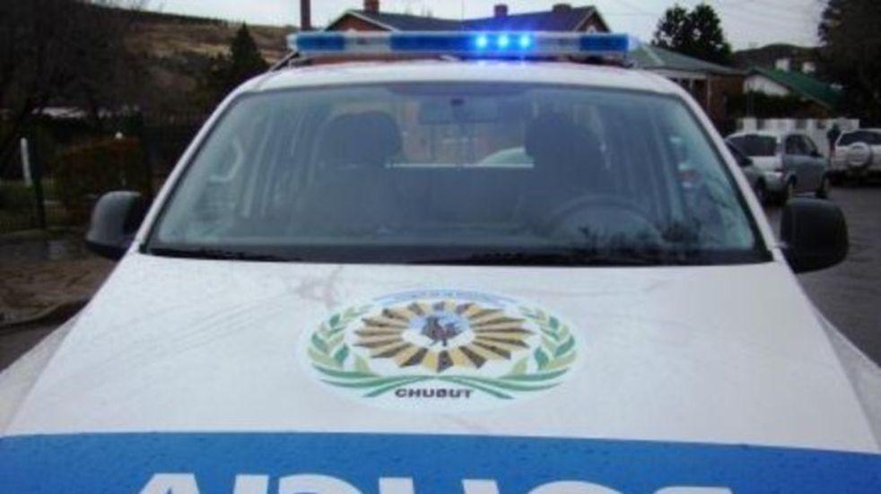La policía custodia presos mientras tienen sexo