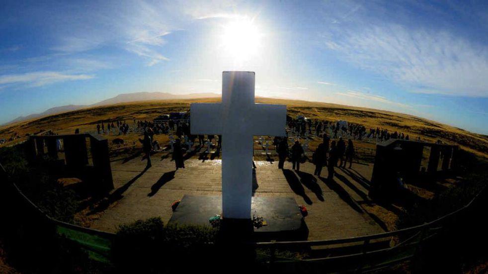 Malvinas: se exhumarán tumbas que podrían tener restos de argentinos