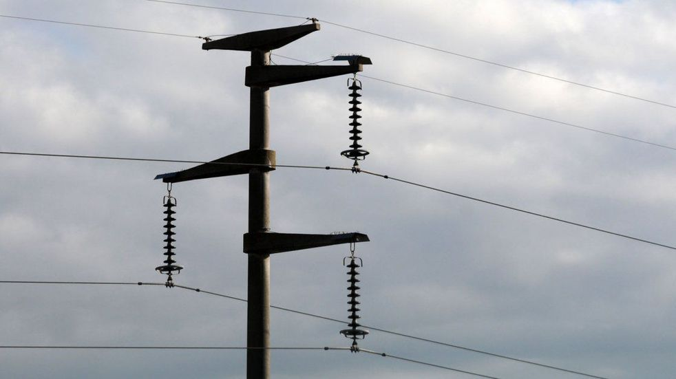 Un operario está grave tras tocar un cable de alta tensión